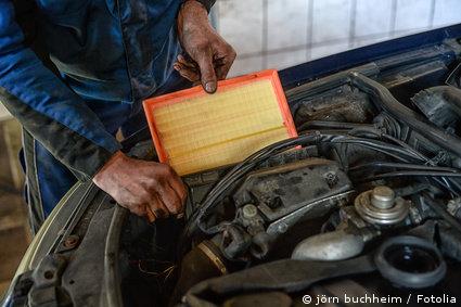 Auto Luftfilter reinigen
